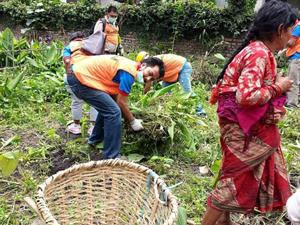 Patanにて高校生と清掃活動のサムネイル画像