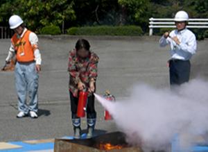 避難訓練・消火訓練を実施のサムネイル画像