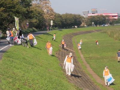 土浦市 花火大会翌朝の清掃活動のサムネイル画像