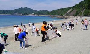 SeRV長崎 海水浴場で清掃のサムネイル画像