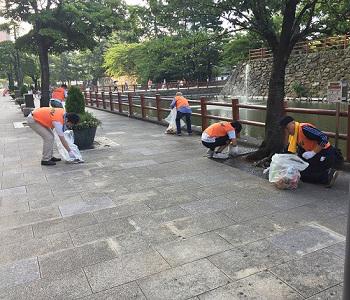 「わっしょい百万夏まつり」翌朝清掃に参加のサムネイル画像